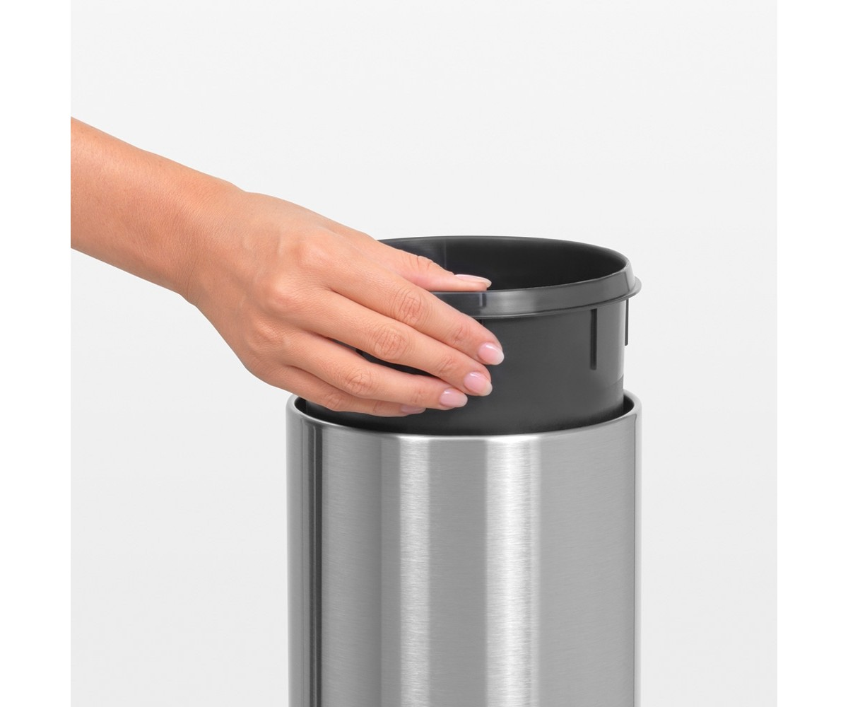 Brabantia Touch Bin 3 liter med vægbeslag Matt Steel Fingerprint Proof-011